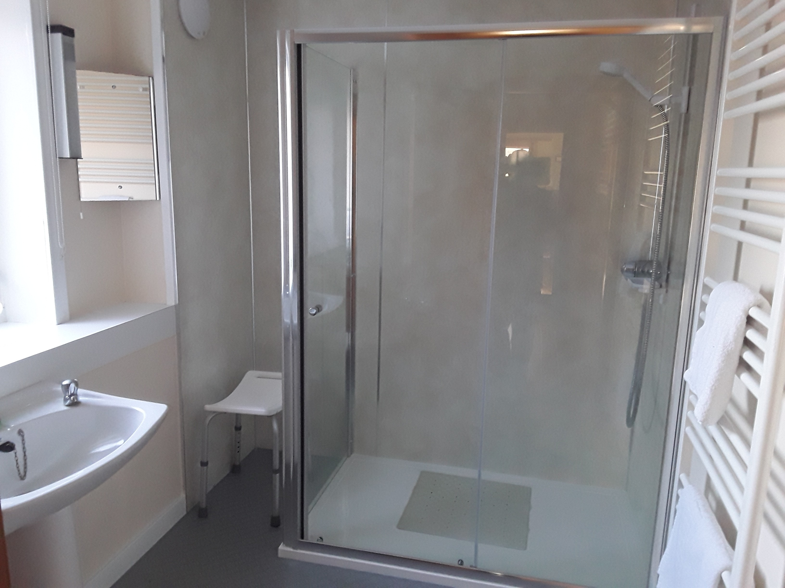 Downstairs-easy-access-Walk-in-Shower